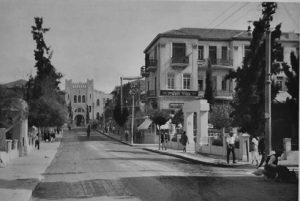 Gymnasia Herzlya, Tel Aviv, Train, Herzl Street